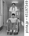 リハビリ中の小児 45197349