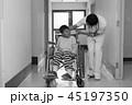 リハビリ中の小児 45197350