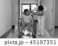 リハビリ中の小児 45197351
