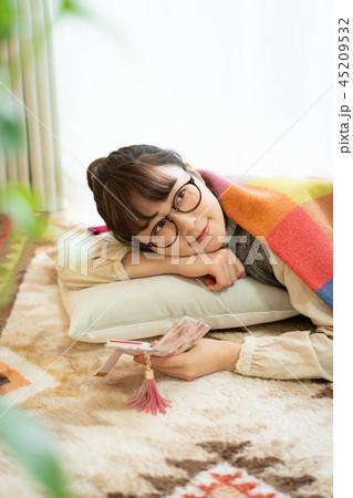 女性 部屋 ライフスタイル 45209532