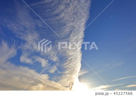 秋の雲 すじ雲 青空と白い雲 大刀洗運動公園 45227566