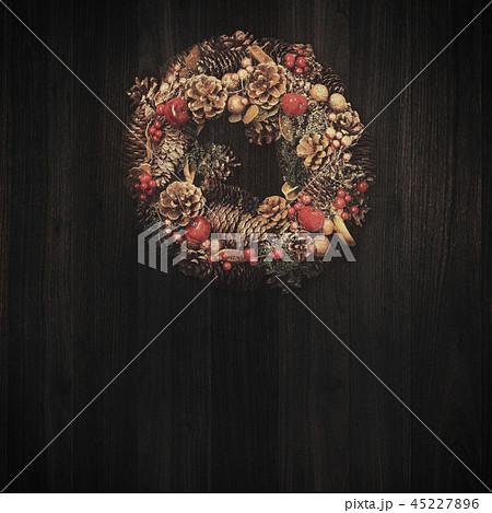 背景-木目-クリスマス-オーナメント-リース 45227896