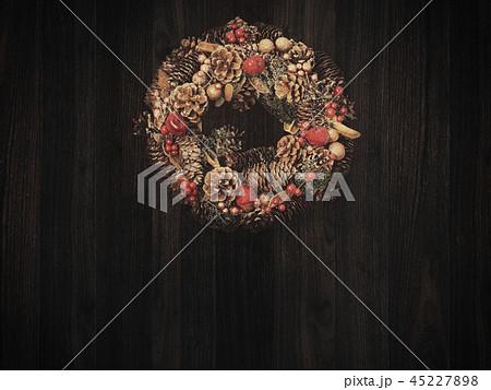 背景-木目-クリスマス-オーナメント-リース 45227898