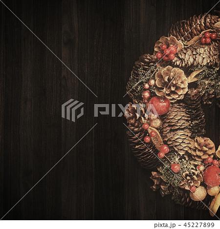背景-木目-クリスマス-オーナメント-リース 45227899