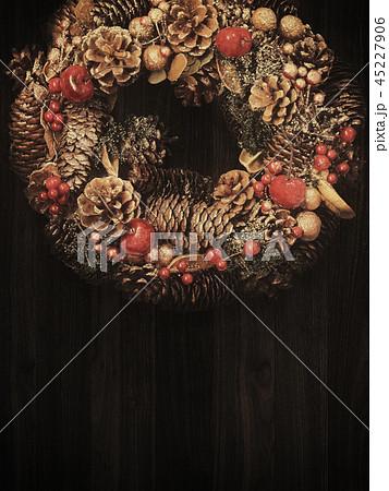 背景-木目-クリスマス-オーナメント-リース 45227906
