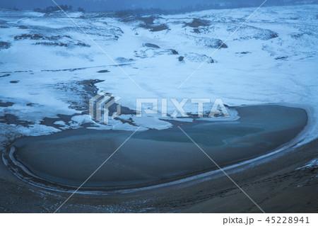 鳥取砂丘の冬 45228941