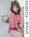 女性 巻き髪 女の子の写真 45248249