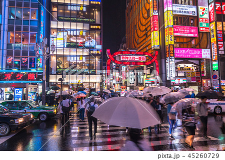 《東京都》東京梅雨イメージ・新宿の雨夜景 45260729