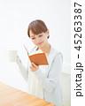 女性 読書 コーヒー 45263387