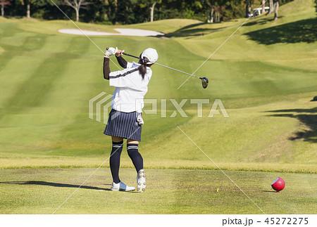 女性ゴルファー ティーショット プレイイメージ イメージ素材 45272275
