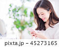 携帯電話 携帯 女性の写真 45273165
