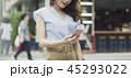 女性 ショッピング 携帯電話の写真 45293022