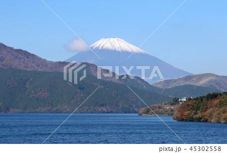 富士山と芦ノ湖 45302558