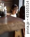ランチを注文する女性たち 45305314