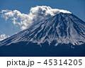 御坂山地・王岳から見る雲たなびく富士山 45314205