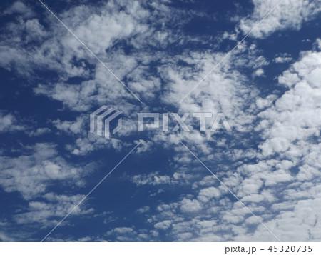 検見川の青い空に白い雲 45320735