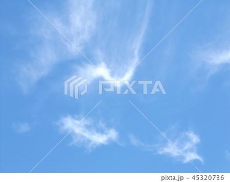 検見川の青い空に白い雲 45320736