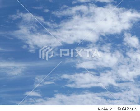 検見川の青い空に白い雲 45320737