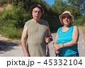 ハイキング 山歩き 老人の写真 45332104