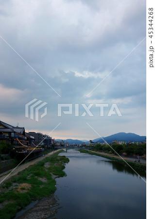 日本 京都 鴨川 夕暮れ時 Japan Kyoto Kamogawa at sunset 45344268