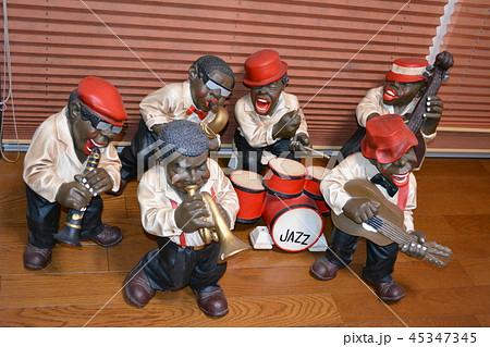 ジャズバンド人形が演奏にやってきた 45347345