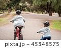 自転車 少年 子の写真 45348575