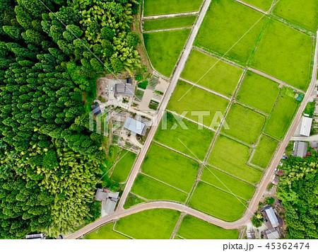 田園風景と田舎の家 45362474