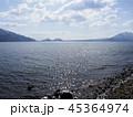 支笏湖の波打ち際 45364974