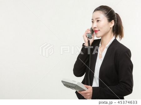 A career woman makes while talking on the phone 45374633