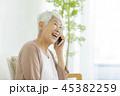 女性 シニア 携帯電話の写真 45382259