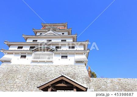 秋の晴天、青空と唐津城 45398687