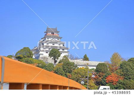 秋の晴天、青空と唐津城 45398695
