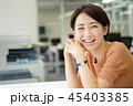 ビジネスウーマン オフィスイメージ 45403385