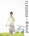 女性 大学生 自転車の写真 45405472