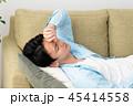 若い男性の昼寝イメージ 45414558