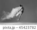 ダンサー ジャンプ 跳ねるの写真 45423782