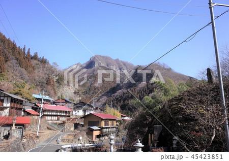 田舎の風景、山の集落と青空、群馬県南牧村 45423851