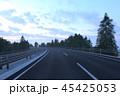 高速道路を走る 45425053