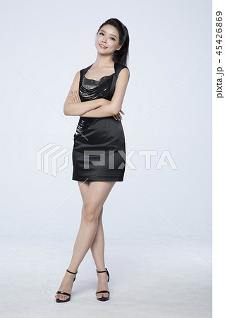 beautiful young woman announcing, shouting, speaking concept photo. attractive young woman isolated. 278 45426869