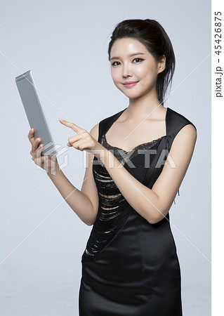 beautiful young woman announcing, shouting, speaking concept photo. attractive young woman isolated. 276 45426875