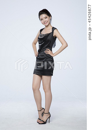 beautiful young woman announcing, shouting, speaking concept photo. attractive young woman isolated. 280 45426877