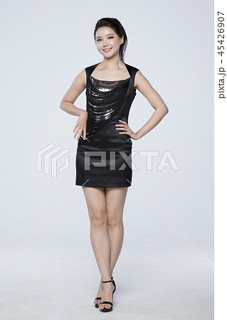 beautiful young woman announcing, shouting, speaking concept photo. attractive young woman isolated. 262 45426907