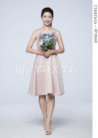 beautiful young woman announcing, shouting, speaking concept photo. attractive young woman isolated. 241 45426911