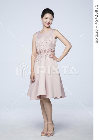 beautiful young woman announcing, shouting, speaking concept photo. attractive young woman isolated. 232 45426951