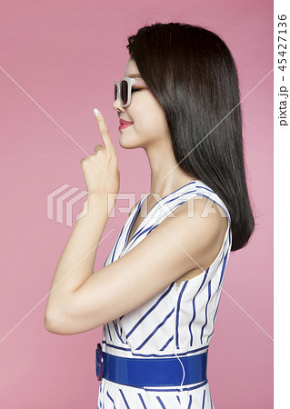 beautiful young woman announcing, shouting, speaking concept photo. attractive young woman isolated. 106 45427136