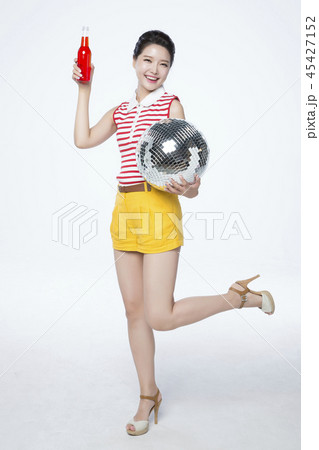 beautiful young woman announcing, shouting, speaking concept photo. attractive young woman isolated. 179 45427152