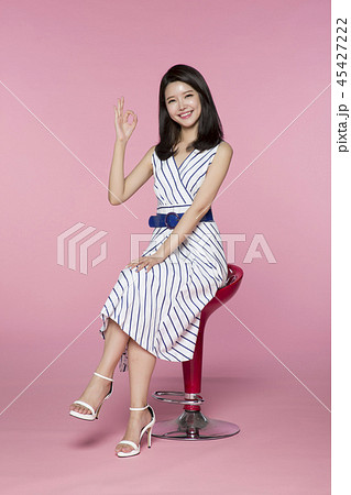 beautiful young woman announcing, shouting, speaking concept photo. attractive young woman isolated. 073 45427222