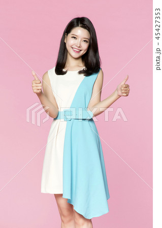 beautiful young woman announcing, shouting, speaking concept photo. attractive young woman isolated. 011 45427353