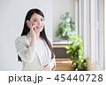 スマホ 女性 ビジネスマンの写真 45440728
