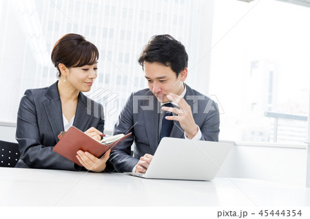 オフィス ビジネス 打合せ コンサルタント 45444354